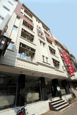 Hotel Chanchal Deluxe: Exterior