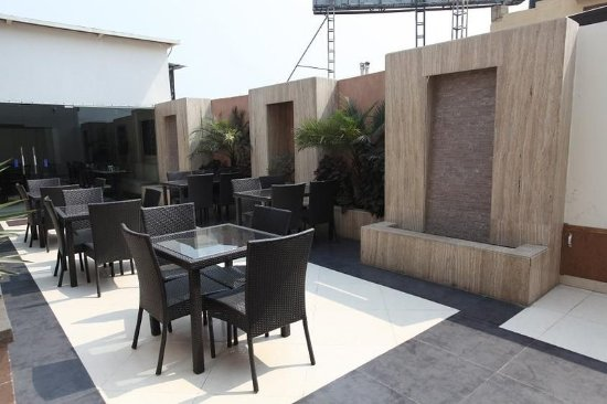Hotel Chanchal Deluxe: Bar/Lounge