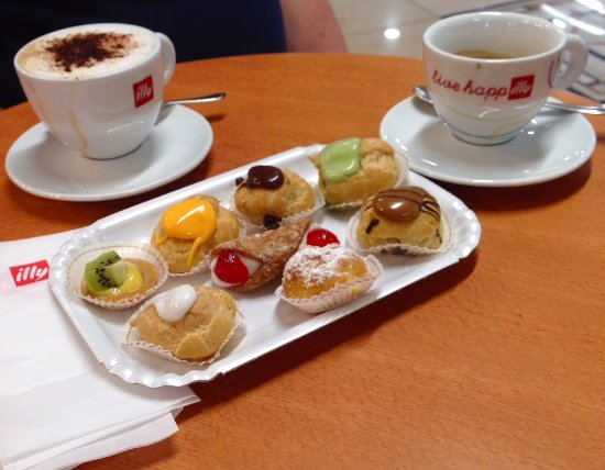 San Rocco a Pilli, Ιταλία: cappuccino / espresso with pastries