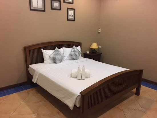 Feung Nakorn Balcony Rooms & Cafe: room, 1 bed