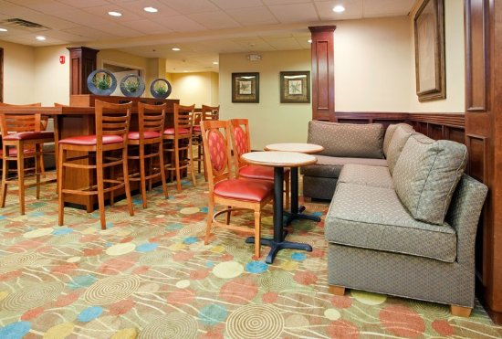 Holiday Inn Express Raleigh-Durham Airport: Lobby