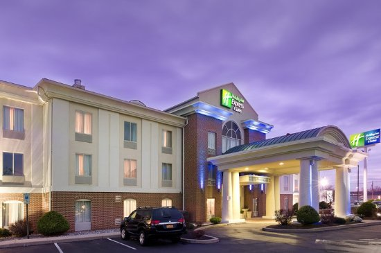 Holiday Inn Express Hotel & Suites Chambersburg: Exterior