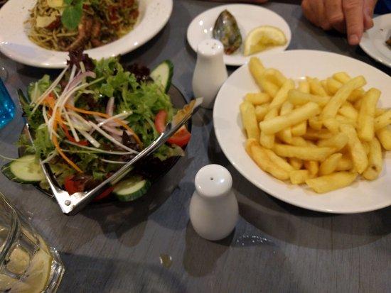The Entrance, Australia: Salad & Chips sides