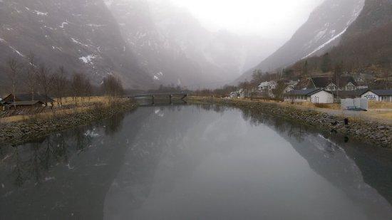 Gudvangen, Noruega: IMAG7535_large.jpg