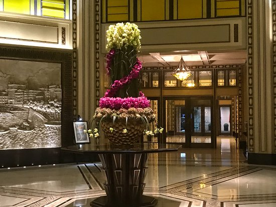 Entrance Foyer En Ingles : Entrance foyer picture of fairmont peace hotel