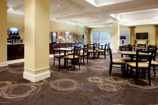 Holiday Inn Express Pembroke: Restaurant