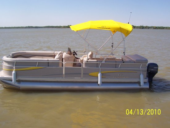 Lake Dallas, TX: 22 foot pontoon