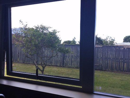 Mount Wellington, Nova Zelândia: view out the kitchenette window