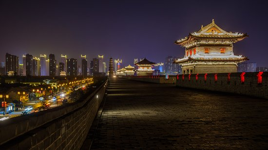 China Tours: On top of the old city wall of Datong for the nightly light show