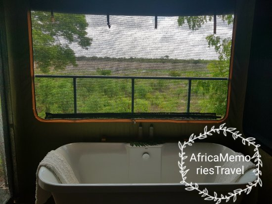 Elephant's Eye, Hwange: Inside bath and toilet have views of the waterhole as well as the outside shower
