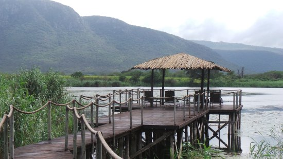 Mkuze, Sudáfrica: The jetty over the lake.
