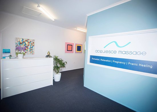Buderim, Australien: Acquiesce Massage reception desk.