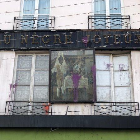 billede af le paris noir tours priv s. Black Bedroom Furniture Sets. Home Design Ideas