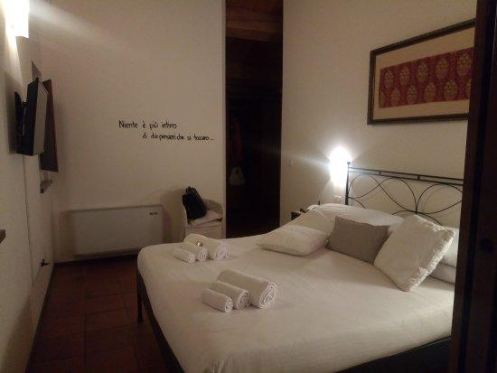 Serrungarina, Ιταλία: Una delle camere