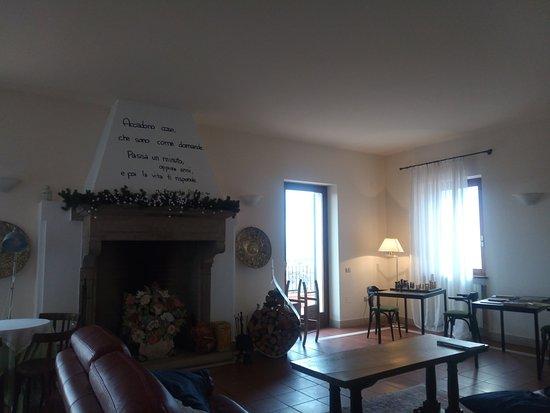 Serrungarina, Ιταλία: Sala comune