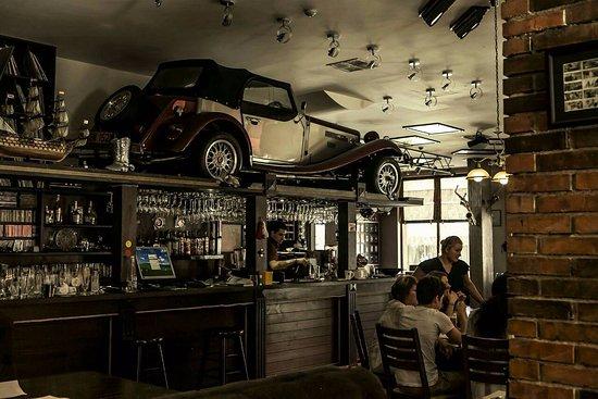 Razlog, บัลแกเรีย:  Queens Pub