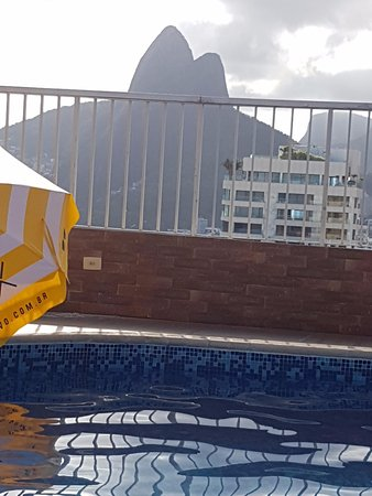 Everest Rio Hotel: Pisicina y VIsta dos dois irmaos