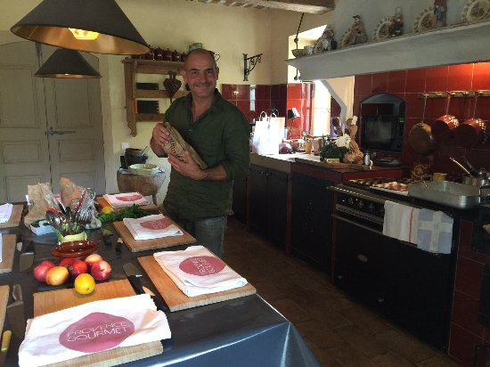 St-Rémy-de-Provence, Francia: Typical Provence kitchen for some traditional cooking