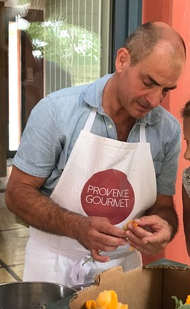 Saint-Remy-de-Provence, França: Your host will show you his tips & techniques for some of the best provence recipes