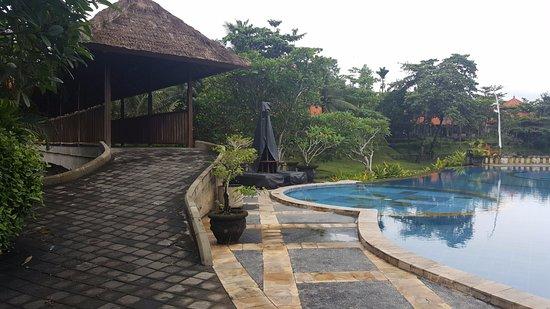 Santi Mandala : Communal pool area
