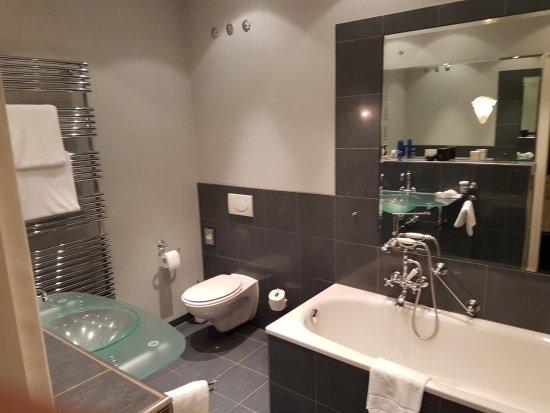 Badezimmer Junior Suite - Bild von Dorint Park Hotel Bremen, Bremen ...