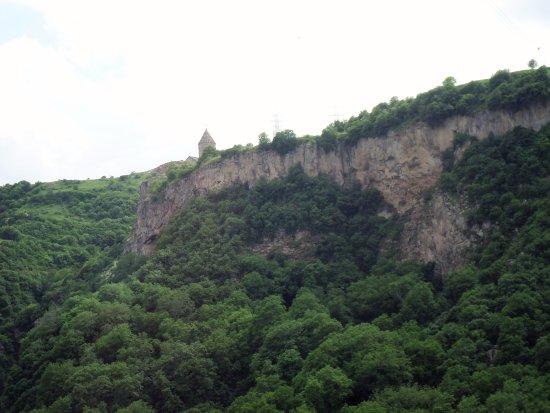 Syunik Province, Armenia:  Il collegamento con la funivia consente l'accesso tutto l'anno al monastero di Tatev