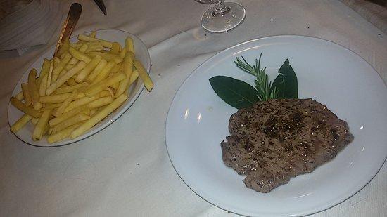 Almenno San Salvatore, Italy: filetto e patatine