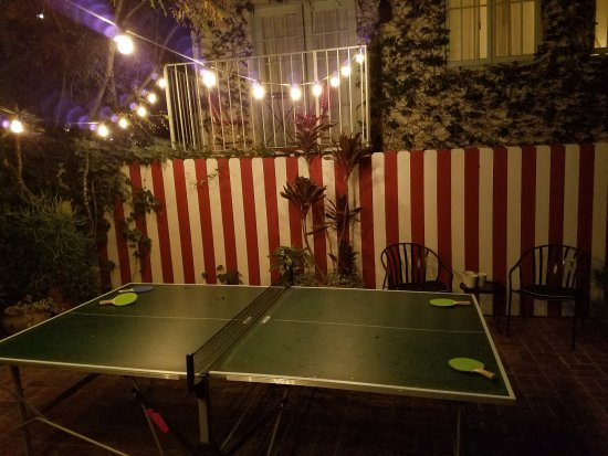 Chateau Marmont: pool area - ping pong