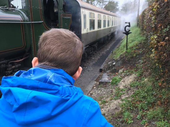 Chinnor, UK: Watching the steam released from under the train