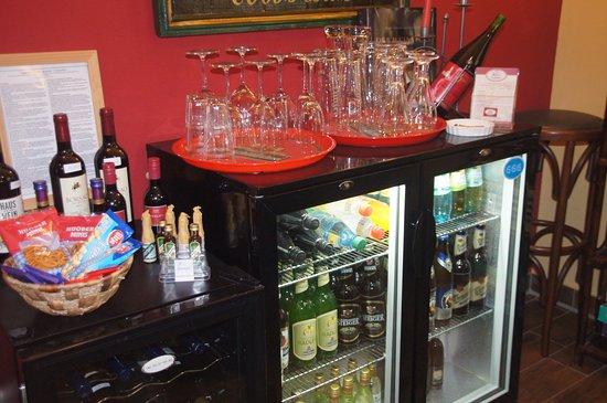 Residenz Am Schloss: immer geöffnet - der Getränkekühlschrank