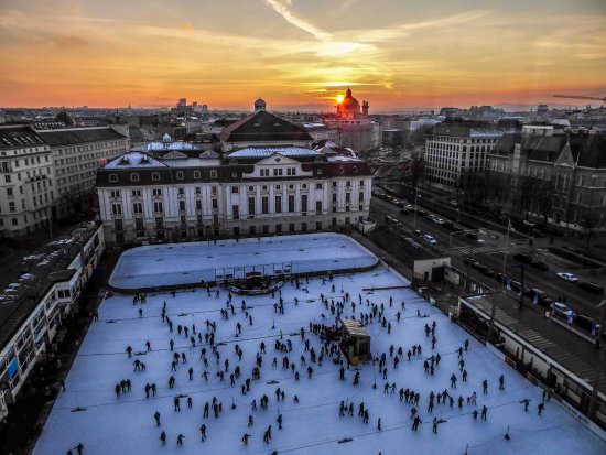 InterContinental Wien : Sunset over the ice rink!