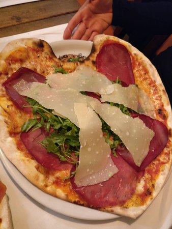 Thalwil, İsviçre: Pizza mit Herz