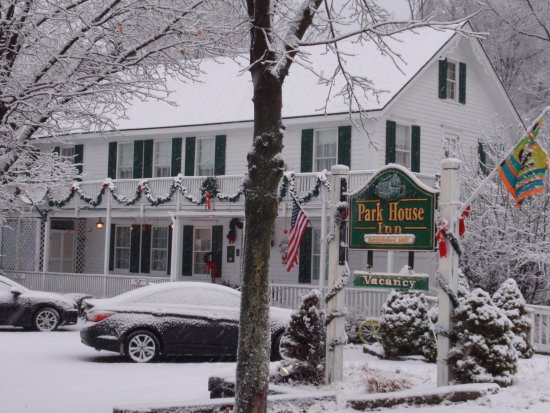 Park House Inn Bed & Breakfast: Park House Dressed for the Holidays!