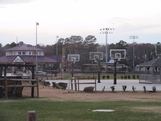 Georgetown, DE: A few basketball courts for practice shooting