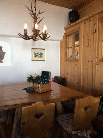 Hohe Mut Alm : Gemütliche Hütte mit einem grandiosen Ausblick von der Sonnenterrasse auf den Alpenhauptkamm