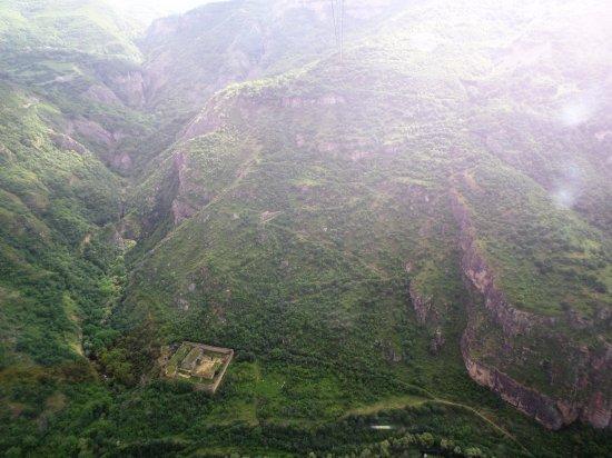Область Сюник, Армения: L'antico sentiero usato per arrivare al monastero