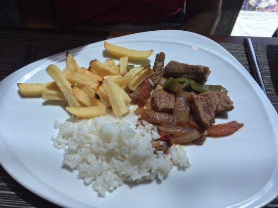 """Santiago Metropolitan Region, Χιλή: """"Lomo saltado con arroz y papas fritas"""""""