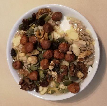 Grand Hotel Bohemia : jogurt s ořechy