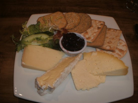 Kingsbridge, UK: Cheese and biscuits (in case you hadn't guessed!) That plate is a dinner plate - enough for two!