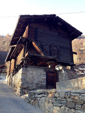 Morel, Suisse : Dans le village