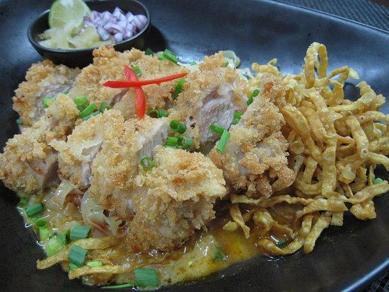 Versoix, Suisse : Cuisine: Kao Soi Crispy Chicken