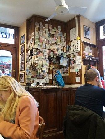 Pizzeria da Baffetto : Caja con billetes de países de todo el mundo