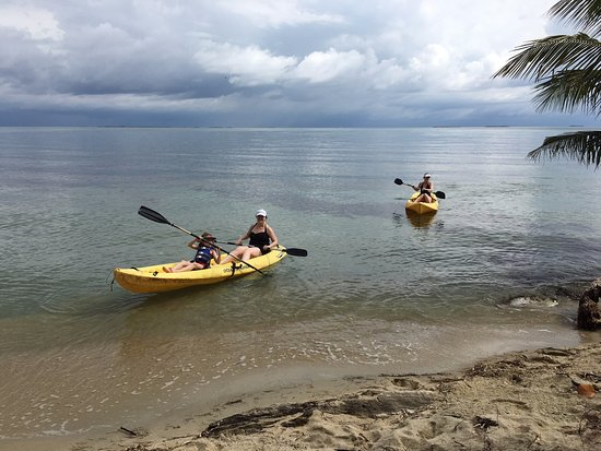 Turtle Inn: Kayaking right from the beach
