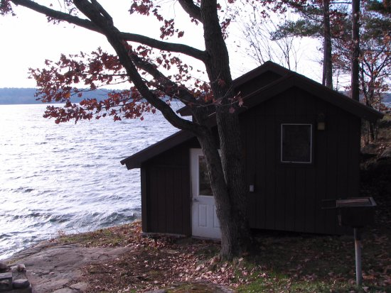 DeWolf Point State Park: cabins are located right on the water (Lake of the Isles in the St Lawrence River)