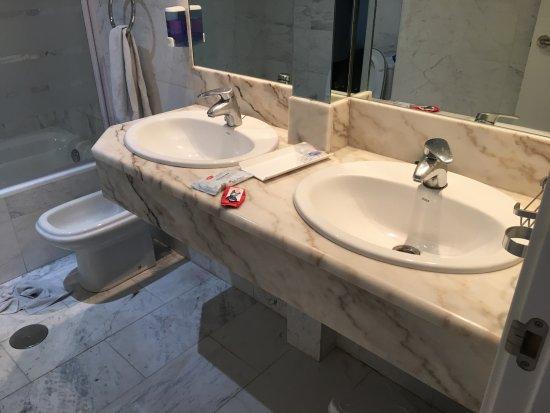 Hotel Avenida: Bathroom