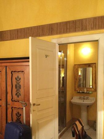 Graziella Patio Hotel: Vista do banheiro