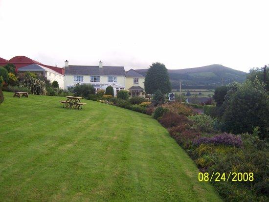 Coolakay House B&B; Photo # 3: Side view of beautiful grounds
