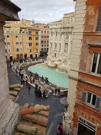 Relais Fontana Di Trevi: 20171118_085126_large.jpg