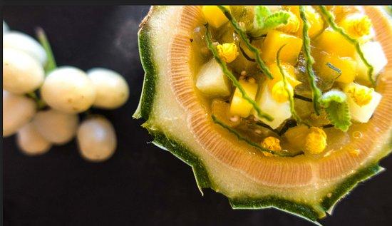 Puerto Cayo, Ecuador: Ensalada fresca con frutas tropicales y oreganon silvestre