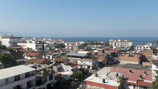 Paloma del Mar Hotel : Vista del centro de Puerto Vallarta desde una habitación del tercer piso del hotel Paloma del Ma
